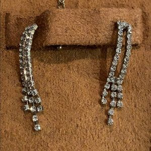 Jewelry - Costume jewelry.  Necklace and earring set